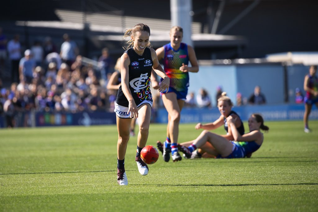 Georgia Gee bounces the ball against the Dogs. Image: Megan Brewer