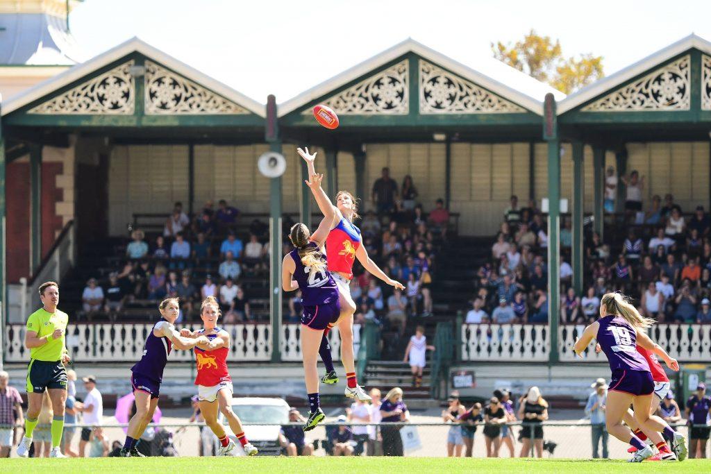 Mim Strom jumps into the ruck. Image: Fremantle Dockers AFLW