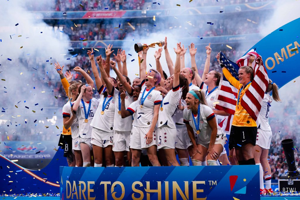 The United States celebrate their win. Image: Rachel Bach / By The White Line FIFA Women's World Cup