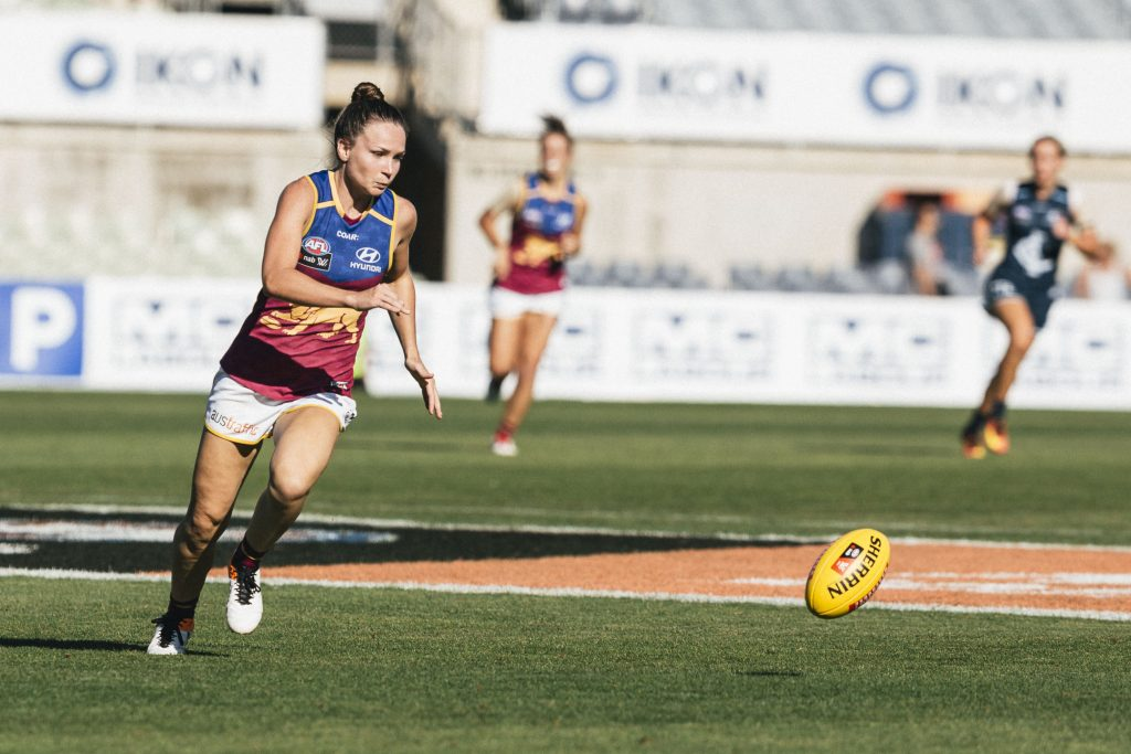 Emily Bates is one of the star midfielders of the AFLW. Image: Steph Comelli / She Scores