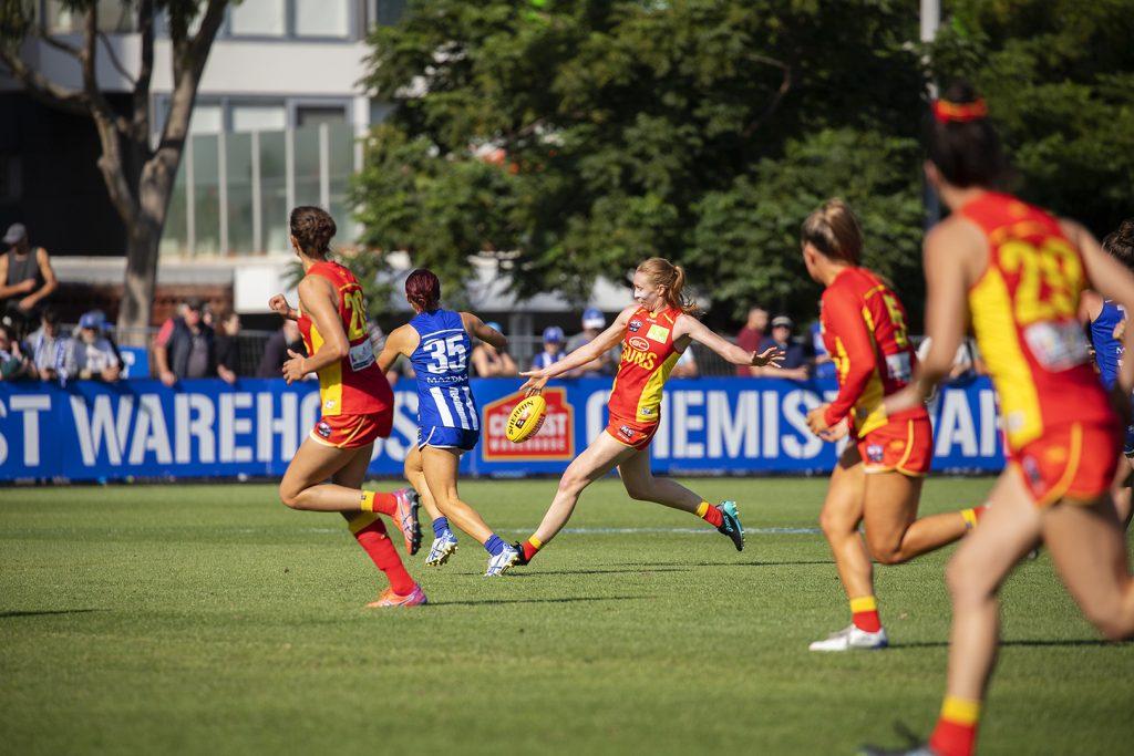 Tiarna Ernst gets a kick away. Image: Megan Brewer