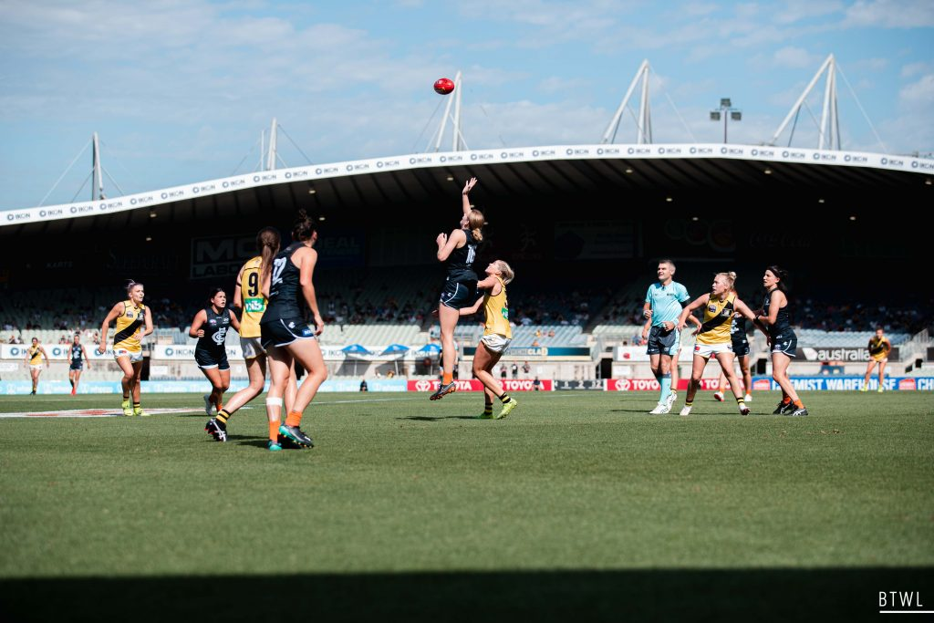 Breann Moody contests the ruck against the Tigers. Image: Rachel Bach / By The White Line AFLW Round Four