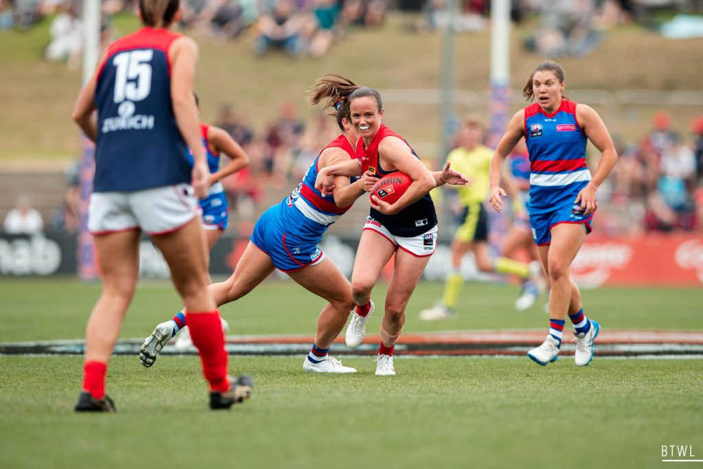 Every Melbourne possession was under plenty of Bulldogs pressure. Image: Rachel Bach / By The White Line AFLW Round Four