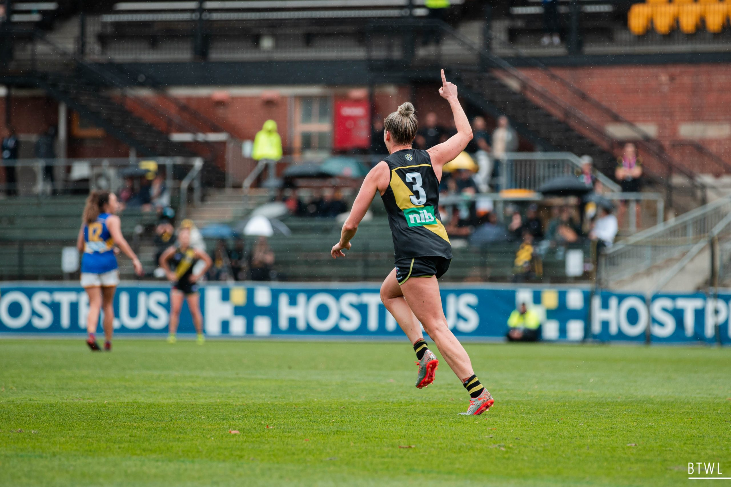 Katie Brennan celebrates her match winning goal in AFLW round eight. Image: Rachel Bach / By The White Line
