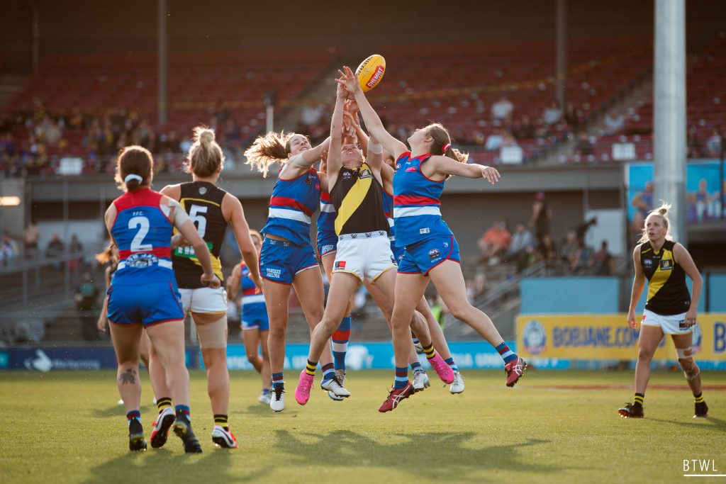 The aerial battle between the Dogs and Tigers was fierce. AFLW Round Nine Image: Rachel Bach / By The White Line