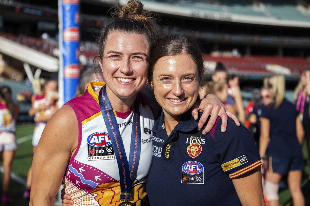 Cathy Svarc poses with her sister Ruby post-match. Image: Megan Brewer