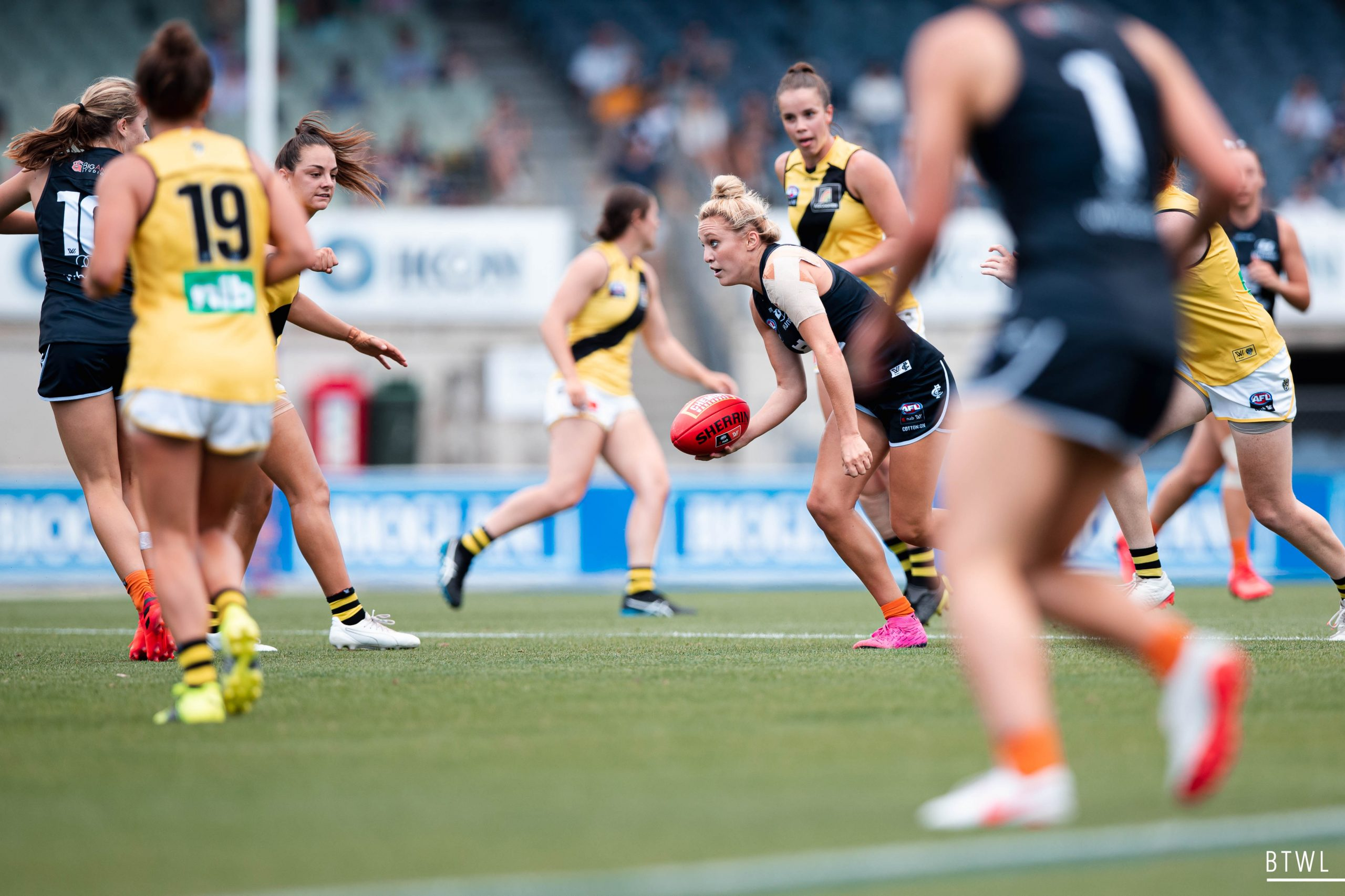 Jess Hosking has been reunited with her sister during the trade period. Image: Rachel Bach / By The White Line