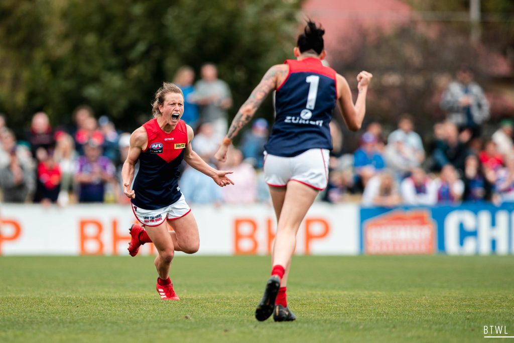 Senior players like Shelley Scott and Tegan Cunningham are as important to the development of young players as the coaching staff. Image: Rachel Bach / By The White Line
